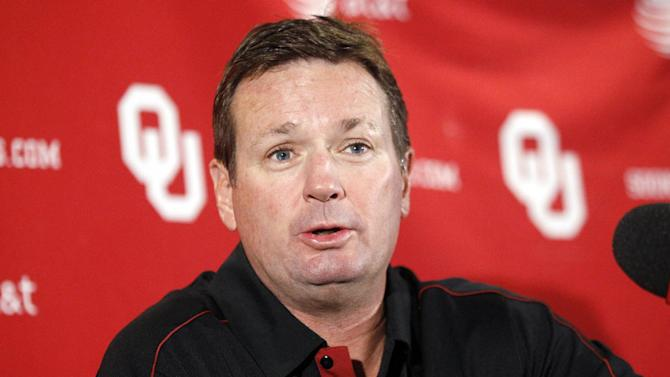 FILE - In this Oct. 15, 2012 file photo, Oklahoma head coach Bob Stoops answers a question during an NCAA college football news conference in Norman, Okla. Police in Norman are investigating a burglary at the home of Stoops. Norman police Lt. Eric Lehenbauer says a vehicle and other items were stolen early Wednesday, June 19, 2013 from Stoops' home. (AP Photo/Sue Ogrocki, File)