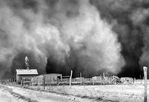 Dust cloud approaching, Boise City, Oklahoma, April 15, 1935 | Photo Credits: AP/Florentine Films/PBS