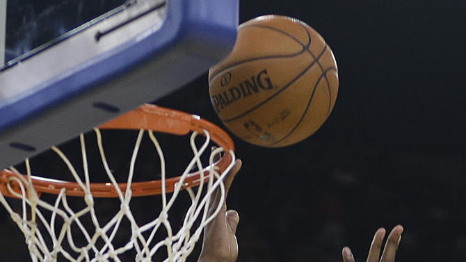 Oklahoma Thunder forward Kevin Durant lays up a shot against the Golden State Warriors during the second half of an NBA basketball game Thursday, April 11, 2013, in Oakland, Calif. (AP Photo/Ben Margot)