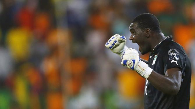 Ivory Coast's goalkeeper Gbohouo celebrates after winning their quarter-final match of the 2015 African Cup of Nations against Algeria in Malabo