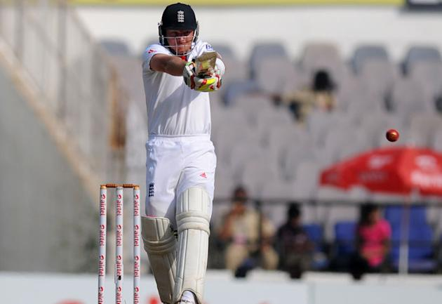 Ian Bell pulls the ball on Day 5 of the fourth Test between India and England at the Jamtha Stadium in Nagpur, Monday, December 17, 2012