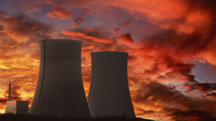 How many nuclear reactors are operating in the US?
