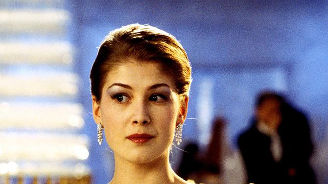 Bond Girls Gallery 2008 Die Another Day Rosamund Pike