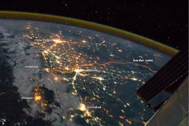 An Out-of-Sight Space View of the India-Pakistan Border