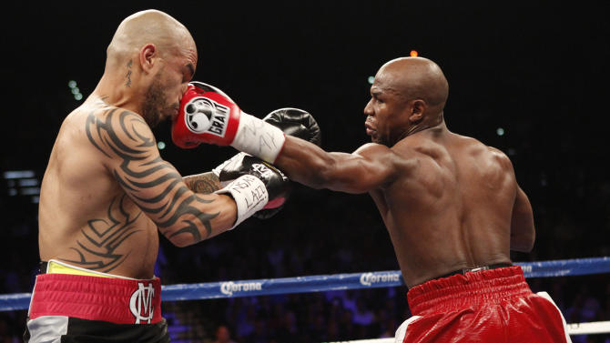 Floyd Mayweather Jr. fights Miguel Cotto.