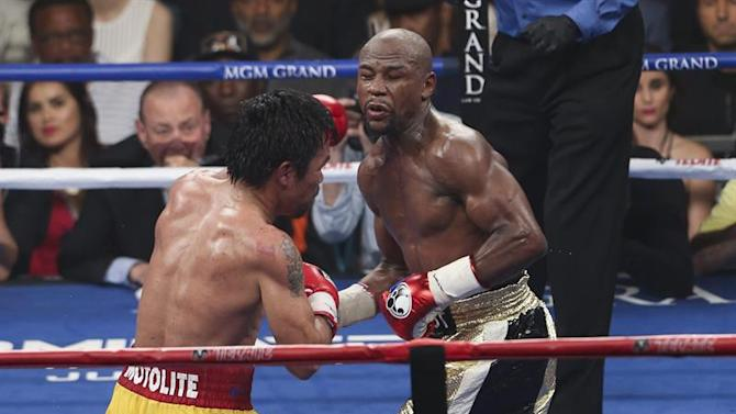 PAC22. Las Vegas (United States), 02/05/2015.- Floyd Mayweather Jr. (R) in action against Manny Pacquiao (L) during their welterweight unification championship boxing fight at the MGM Grand Garden Arena in Las Vegas, Nevada, USA, on 02 May 2015. (Estados Unidos) EFE/EPA/STRINGER EDITORIAL USE ONLY/NO SALES