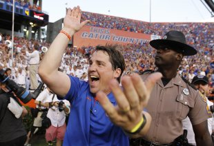Will Muschamp does the 'gator chomp' after Florida beat LSU 14-6. (Reuters)
