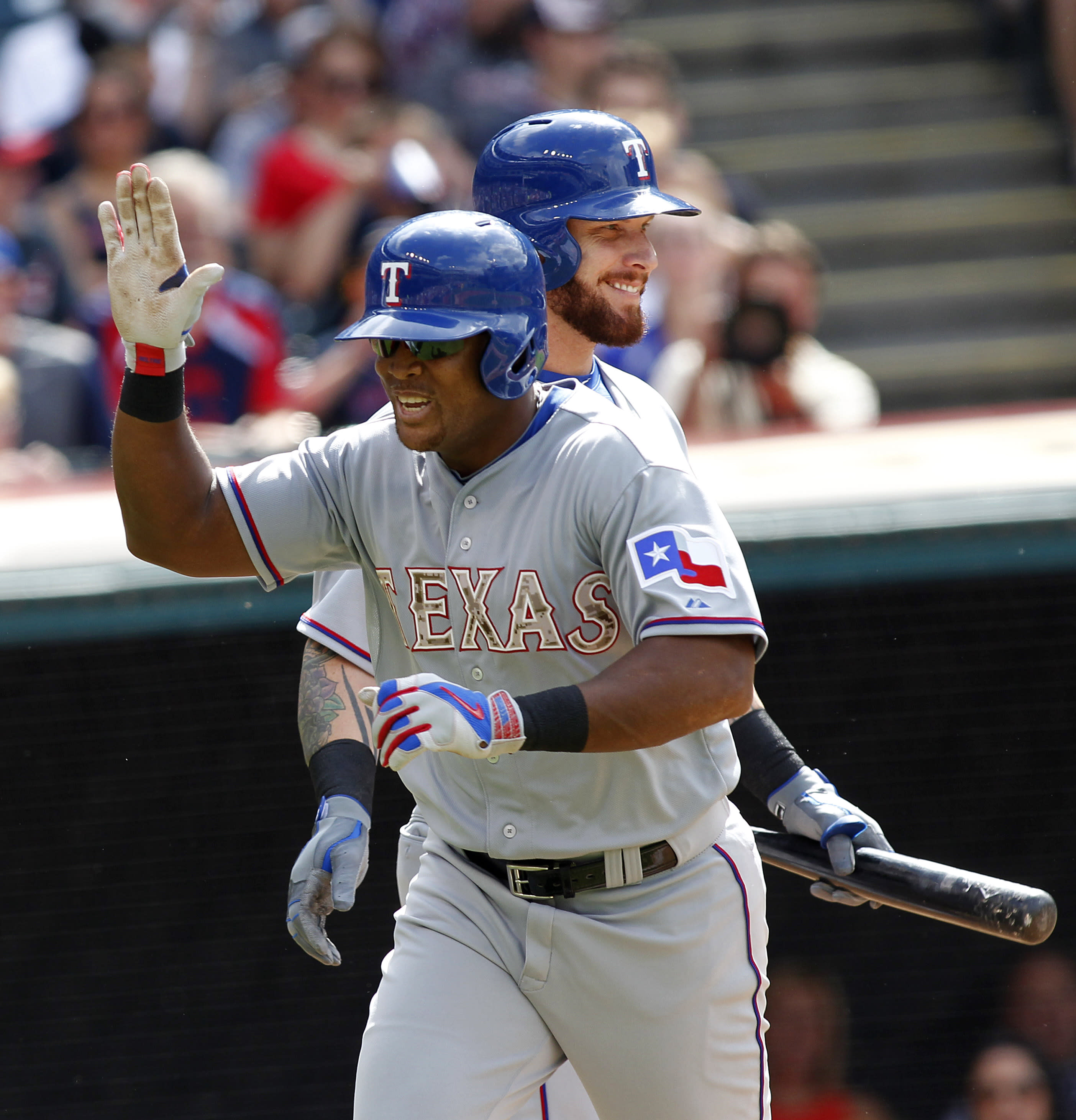 Rangers' Beltre out at least 2 weeks with sprained thumb
