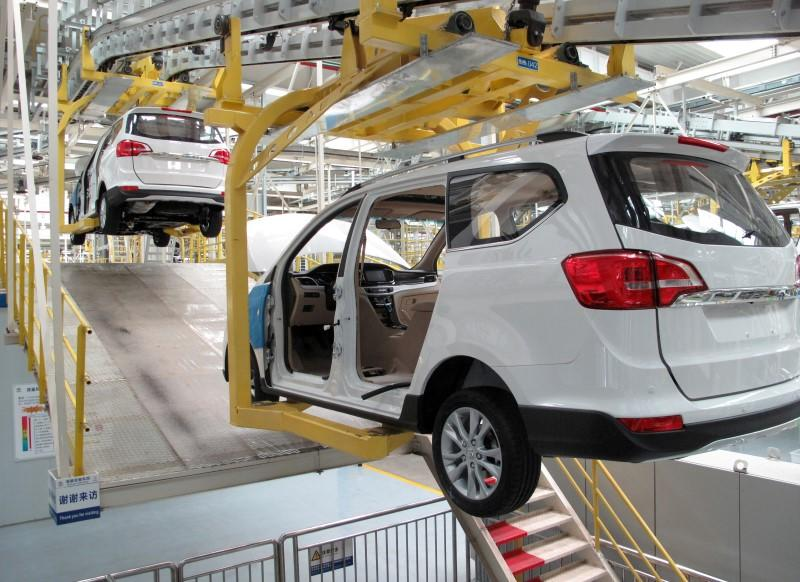 China factories unexpectedly expand in August, suggests economy steadying