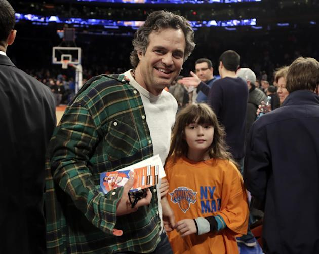 Actor Mark Ruffalo, and his daughter Bella, leave their courtside seats after the New York Knicks NBA basketball game with the Milwaukee Bucks at New York's Madison Square Garden, Saturday, March