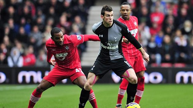 : Tottenham Hotspur's Welsh midfielder Gareth Bale (R) vies with Southampton's English midfielder Jason Puncheon (L) during the English Premier League football match between Southampton and Tottenham Hotspur