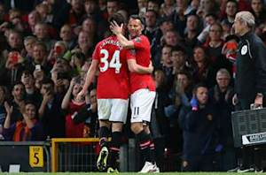 Tearful Giggs coy on Manchester United future