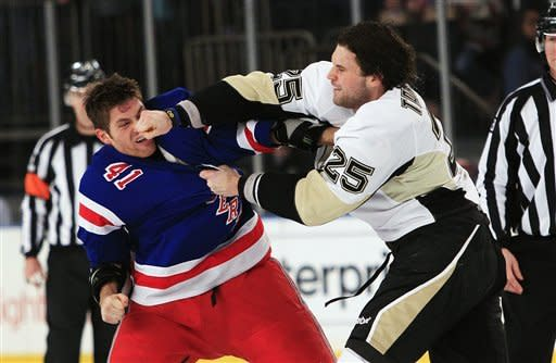 Park's 3rd-period goal lifts Pens over Rangers 4-1