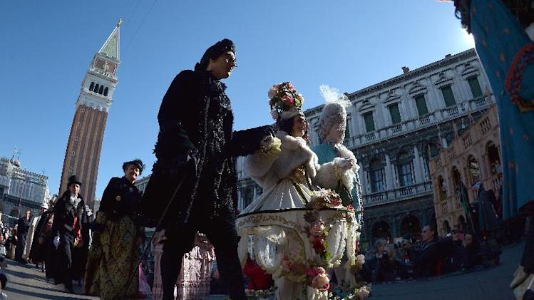 'Flight of the angel' launches Carnival of Venice