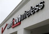 A Verizon Wireless store is shown in Del Mar, California in this June 6, 2013 file photograph. REUTERS/Mike Blake /Files