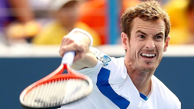 UNITED STATES, Cincinnati : CINCINNATI, OH - AUGUST 15: Andy Murray of Grerat Britain serves to Julien Benneteau of France during the Western & Southern Open on August 15, 2013 at Lindner Family Tennis Center in Cincinnati, Ohio. AFP