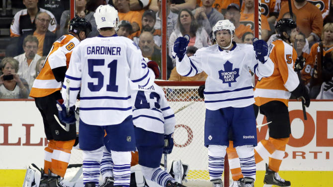 Bolland scores 2, lifts Toronto past Flyers 3-1