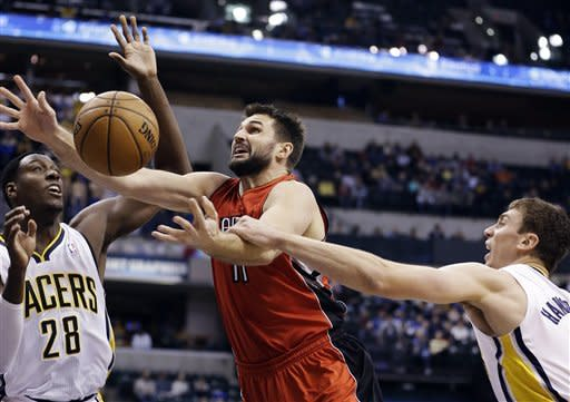 DeRozan leads Raptors past Pacers, 74-72