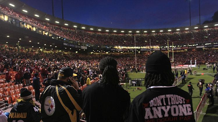 Fans stand at Candlestick Park after a power outage before an NFL football game between the San Francisco 49ers and the Pittsburgh Steelers in San Francisco, Monday, Dec. 19, 2011. (AP Photo/Jeff Chiu)