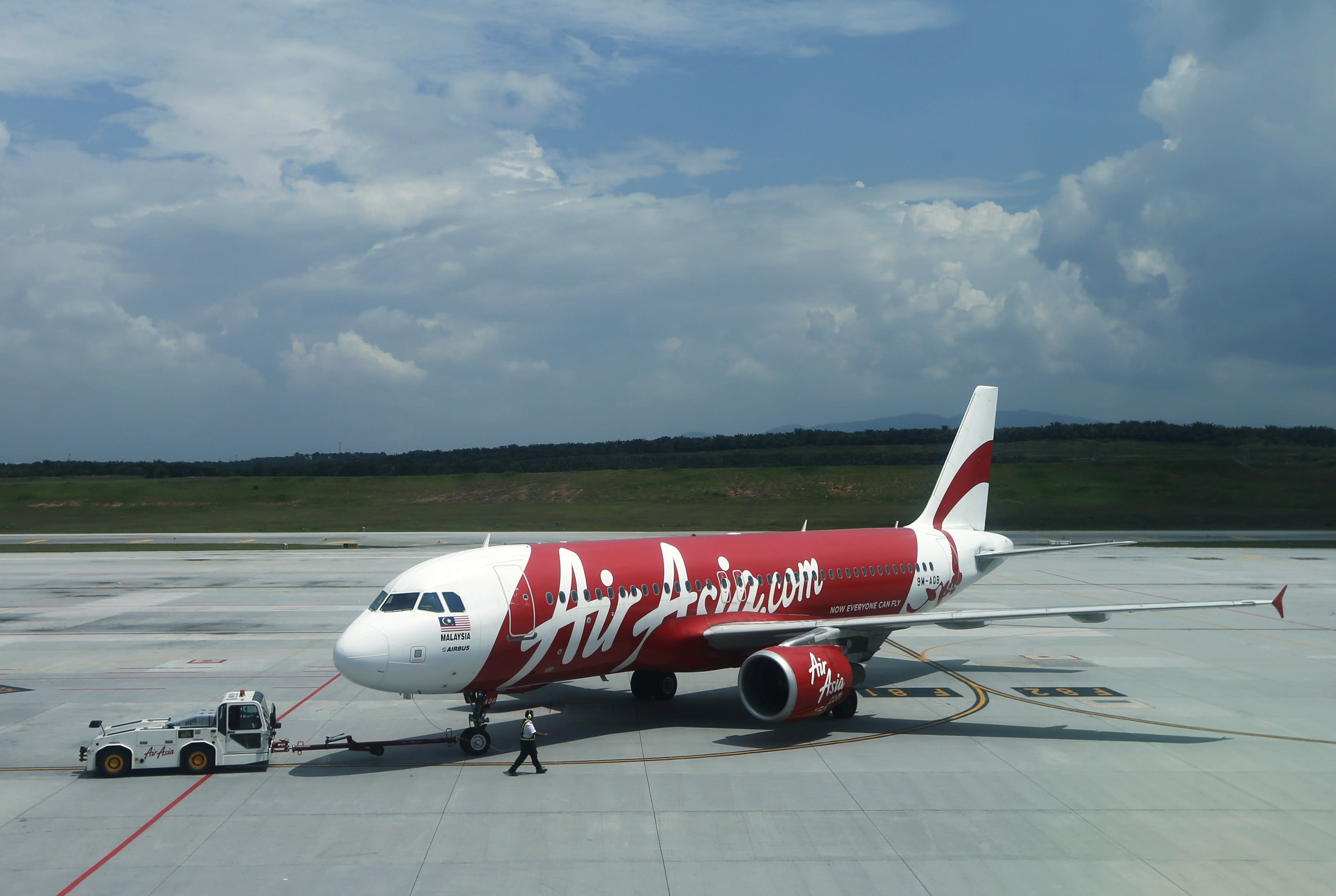 Search for missing AirAsia jet #QZ8501 bound for Singapore from Indonesia suspended