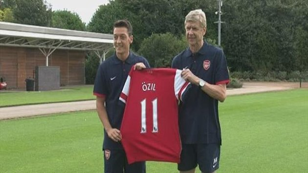 Arsenal unveil record signing Ozil