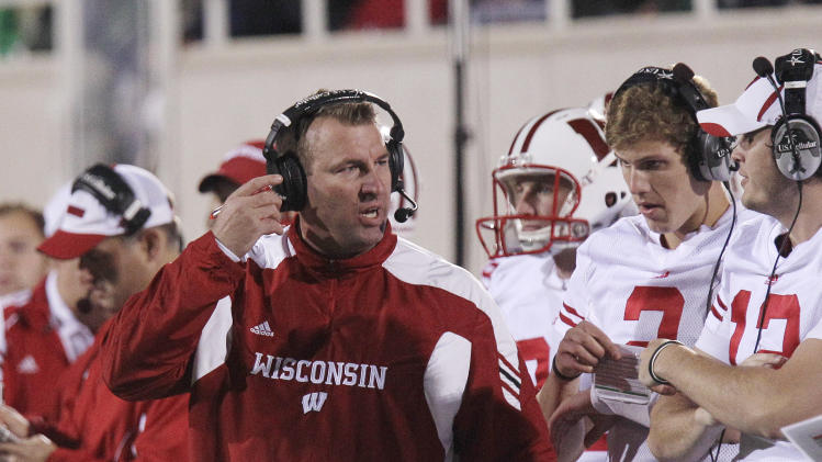 Wisconsin head coach Bret Bielema talks to backup quarterbacks Joel Stave (2) and Nate Tice (12) during the first quarter of an NCAA college football game against Michigan State in East Lansing, Mich., Saturday, Oct. 22, 2011. (AP Photo/Carlos Osorio)