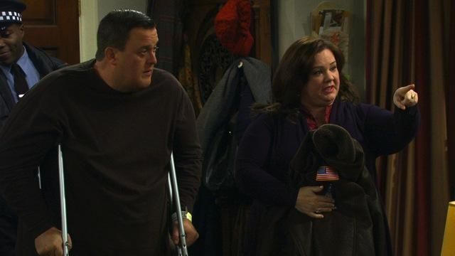 Mike & Molly - They Shoot Asses, Don't They? (Sneak Peek)