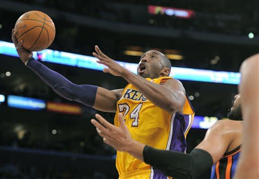 Kobe scores 28, Lakers surge past Knicks in 4th