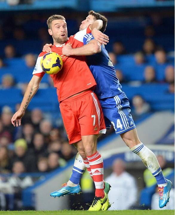 ARA1. London (United Kingdom), 01/12/2013.- Chelsea's Gary Cahill (R) in action against Southampton's Rickie Lambert (L) during the English Premier League soccer match between Chelsea FC and Southampt