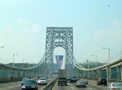 800px-George_Washington_Bridge_with_flag
