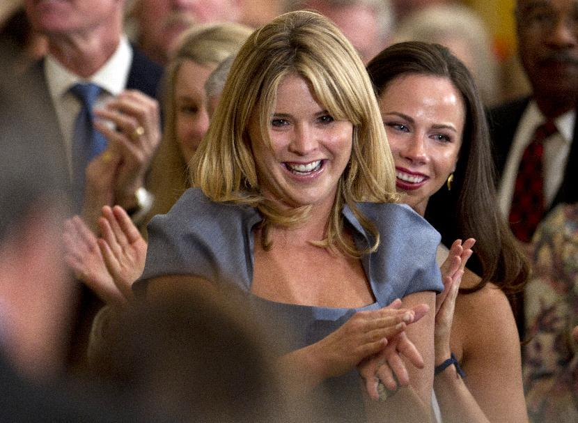 Jenna Bush, left, and her sister Barbara Bush, applaud their grandparents, former President George H.W. Bush, former first lady Barbara Bush, not seen, in the East Room of the White House in Washington, Thursday, May 31, 2012, during a ceremony to unveil their parents portraits.  (AP Photo/Carolyn Kaster)†