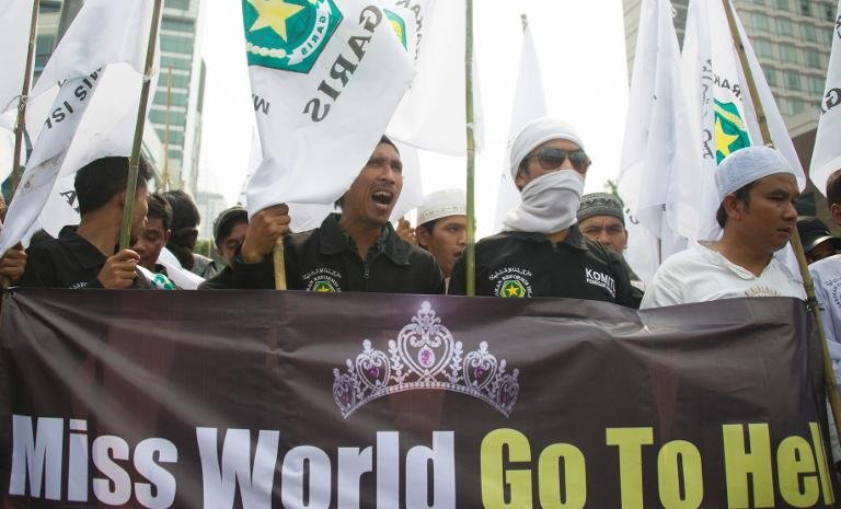 Muslim hardliners hold an anti-Miss World protest in Jakarta on September 6, 2013