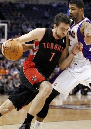 Bargnani returns, Raptors end skid against Suns