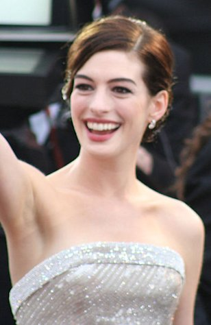 Anne Hathaway is always a red carpet stunner.