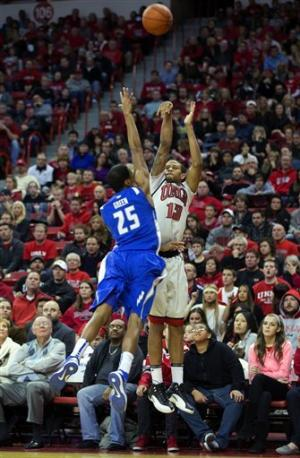 Dejean-Jones lifts Las Vegas to win over Air Force