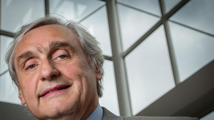 "Chief Judge of the U.S. Court of Appeals for the Ninth Circuit Alex Kozinski poses for a portrait in the lobby of a Washington office building, Thursday, July 24, 2014. Kozinski, an influential federal appeals court judge said that the nation's third lethal injection execution to go awry in six months underscores his call to bring back firing squads. Kozinski said lethal injection was a ""dishonest"" attempt to disguise the brutal nature of capital punishment. (AP Photo/J. David Ake)"