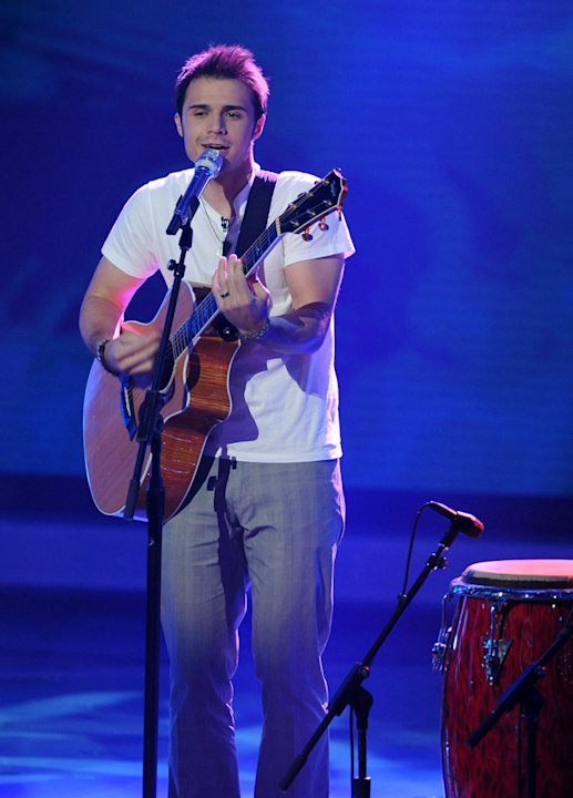 "Kris Allen performs ""She Works Hard for the Money"" by Donna Summer on ""American Idol."""