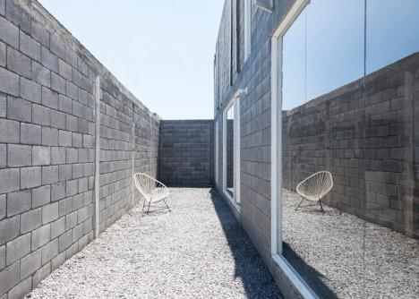 Casa Caja: Low-Cost Concrete House Designed to DIY