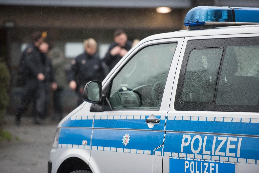 German police search two homes in anti-terror raids