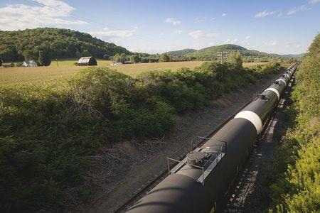 Big Rail's little cousins find boon in U.S. oil-by-rail bust