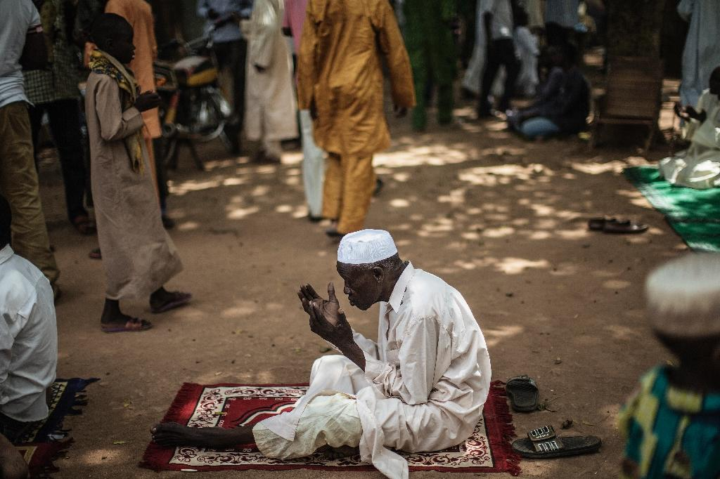 Fear haunts besieged Muslim district of C.Africa ahead of pope's visit