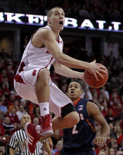 Berggren, Jackson lead Badgers past Illini 74-51