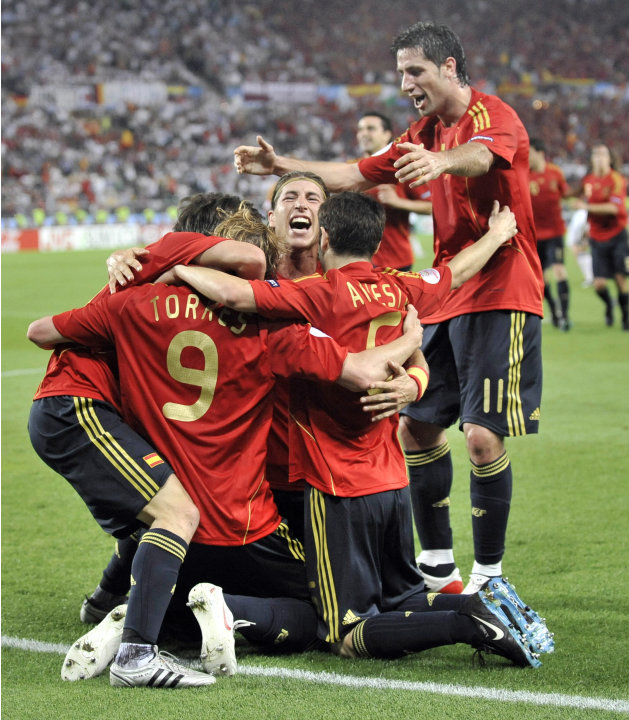 La Furia Roja: Espaa conform un equipo de ensueo para la Eurocopa 2008, y sin sobresaltos se qued con el torneo al ganarle a Alemania por 1 a 0. El conjunto dirigido por Luis Aragons dio ctedra 