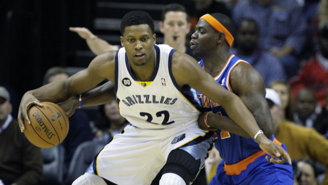 Memphis Grizzlies' Rudy Gay (22) is pressured by New York Knicks' Ronnie Brewer, right, during the first half of an NBA basketball game in Memphis, Tenn., Friday, Nov. 16, 2012. (AP Photo/Danny Johnston)