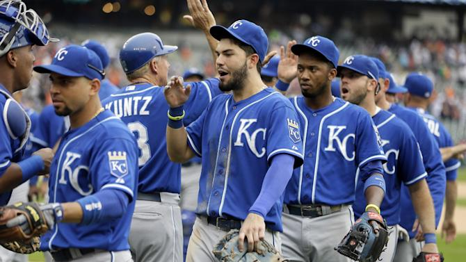 Guthrie, Royals win 10th straight, edge Tigers 2-1