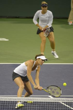 Hingis wins 1st doubles title since 2007