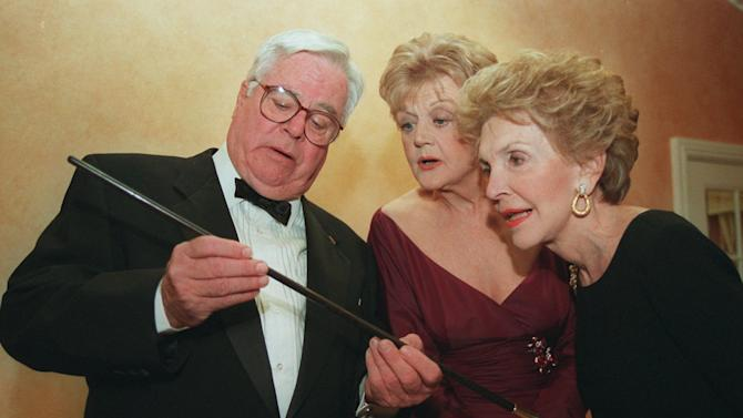 """FILE - In this March 23, 1996 file photo, William Windom, left, shows a swagger stick to """"Murder She Wrote"""" star Angela Lansbury, center, and former first lady Nancy Reagan prior to Lansbury being presented the Caritas Award by Mrs. Reagan in Beverly Hills, Calif. Windom, who won an Emmy Award for his turn in the TV comedy series """"My World And Welcome To It,"""" died Thursday, Aug. 16, 2012 of congestive heart failure at his home in Woodacre, north of San Francisco. He was 88.  (AP Photo/Frank Wiese)"""