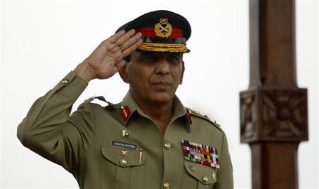 Pakistan's Chief of Army Staff General Parvez Kayani salutes during a parade in Colombo