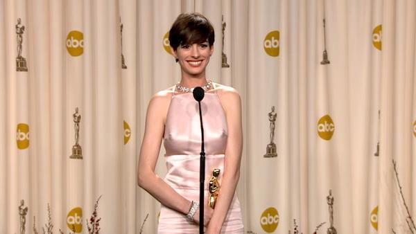 OTRC: Anne Hathaway Oscars backstage speech