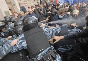 Activists of Ukrainian opposition parties clash with riot police as they attempt to get into mayoral office during rally against Kiev mayoral election in Kiev